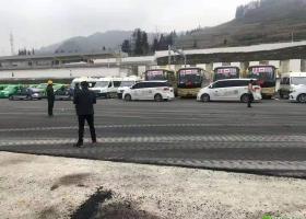 视频!镇雄高铁站今天开展运力保障演练,数百辆车参与!
